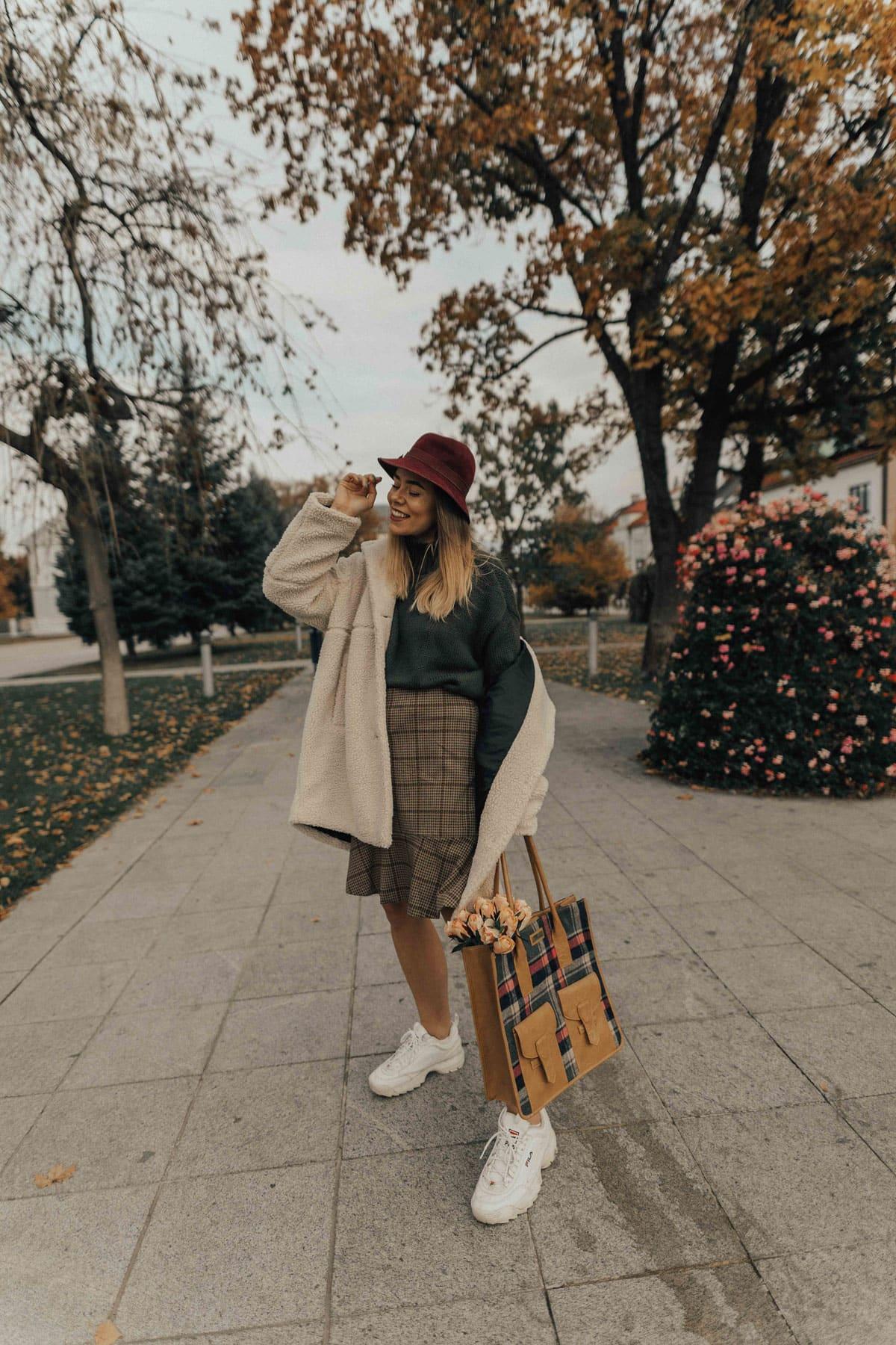 906e71f467bb Wearing: coat LINDEX, skirt LINDEX, knit TOPSHOP, bag PRIMARK, trainers  FILA, ...